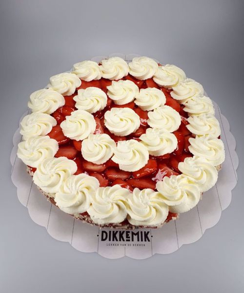 Afbeelding van Aardbei bavarois op cakebodem met room